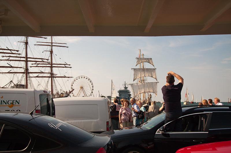 Hanse Sail Rostock Warnemünde Besucher fotografiert Fotos vom Segelschulschiff Gorch Fock
