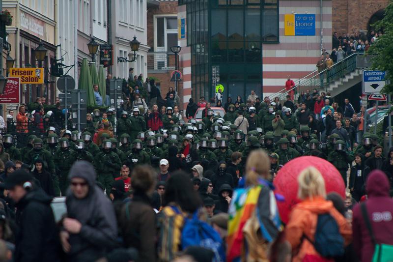 Anti-G8 Demonstration und Ausschreitungen mit Polizei in Rostock